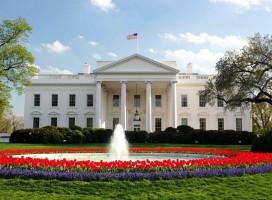La Casa Blanca Con Paneles Solares.